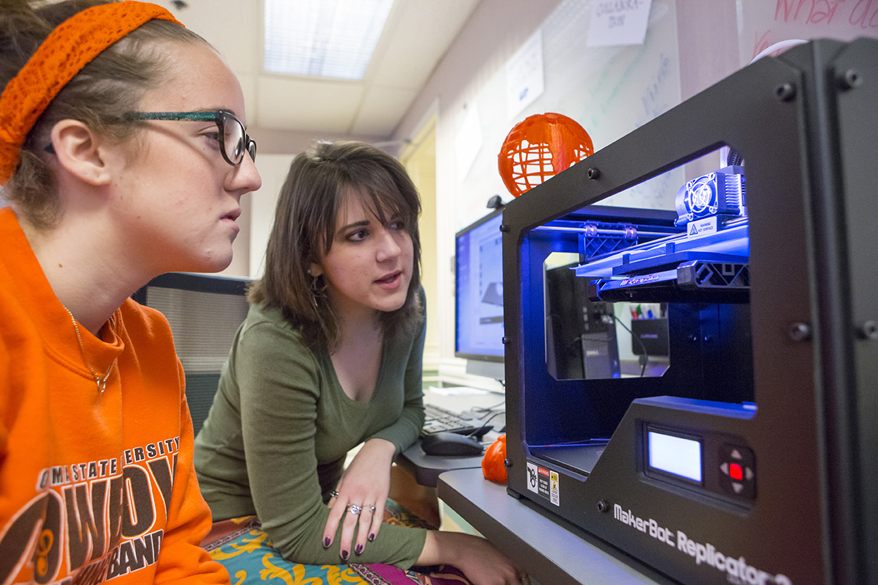 Students using the 3D printer